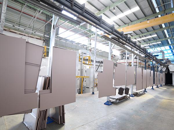 国昆铝单板:全自动一体化喷涂生产线