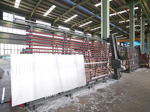 国昆铝单板:数控铣床