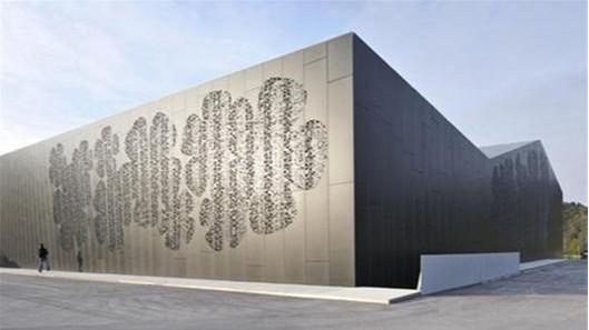 雕花铝单板和镂空铝单板区别在哪