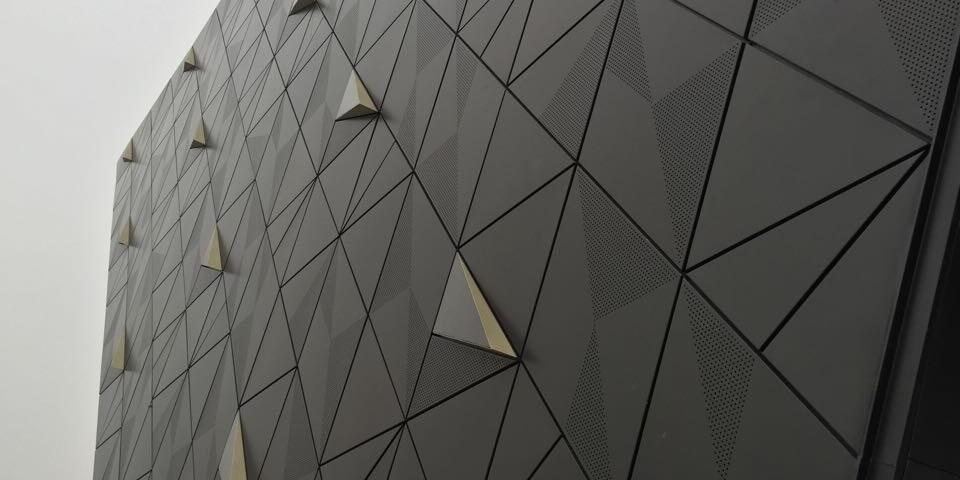 铝单板幕墙发生形变的原因有哪些