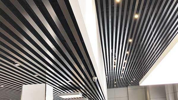 铝方通吊顶的特点有哪些?跟着国昆铝单板一起来了解一下吧